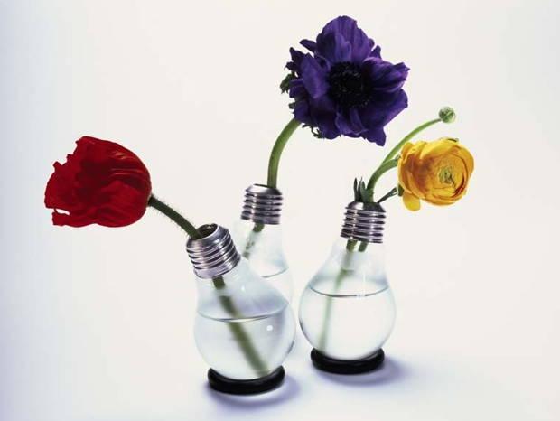 jarron-con-flores-bombilla